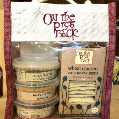 On The Pigs Back Pate Set/ Gift Bag