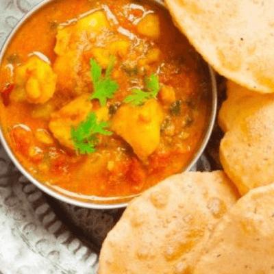 Tari Aloo Served With 2 Puris Jeera Potato