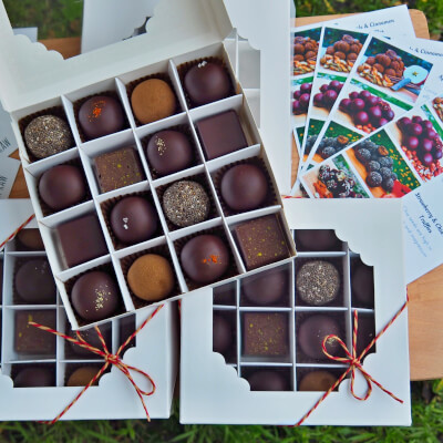 Gourmet Collection Of 16 Raw Truffles And Chocolates