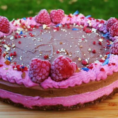 Chocolate & Raspberry Raw Cake