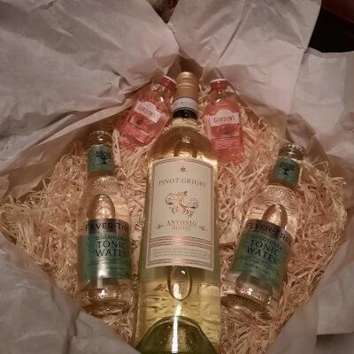 Mchugh's Wine And Gin Gift Box - White