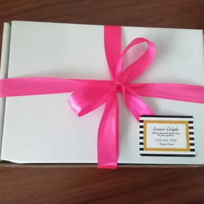 5 Delicious ,Homemade ,Brownies In A Presentation Box.