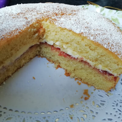 Gluten Free Vanilla Sponge Cake With Raspberry Jam And Buttercream  4/6 People