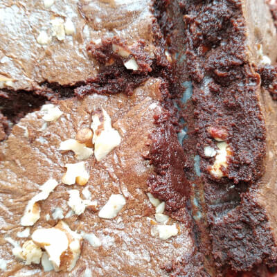 8 Chunky Brownie Squares With Spiced Winter Treats