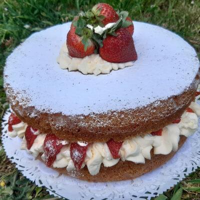 Victoria Sponge - 10 Inches Cake