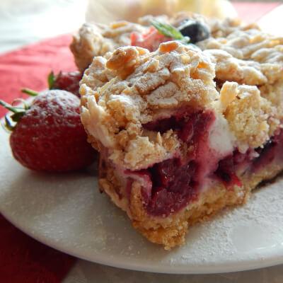 Merinqette Berry Shortcake / Kruszon Slice